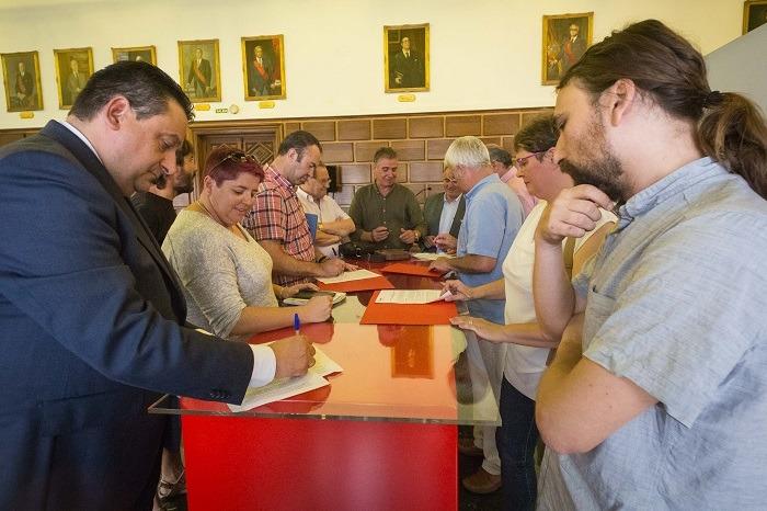 Varios zaragoza el ayuntamiento y clubs de f tbol firman for Tarifas piscinas municipales zaragoza